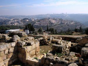 Colonie israeliane vicino al villaggio palestinese di Nabi Samuel (Foto: Nena News)